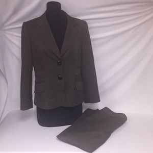 Tahari 2 pc Suit